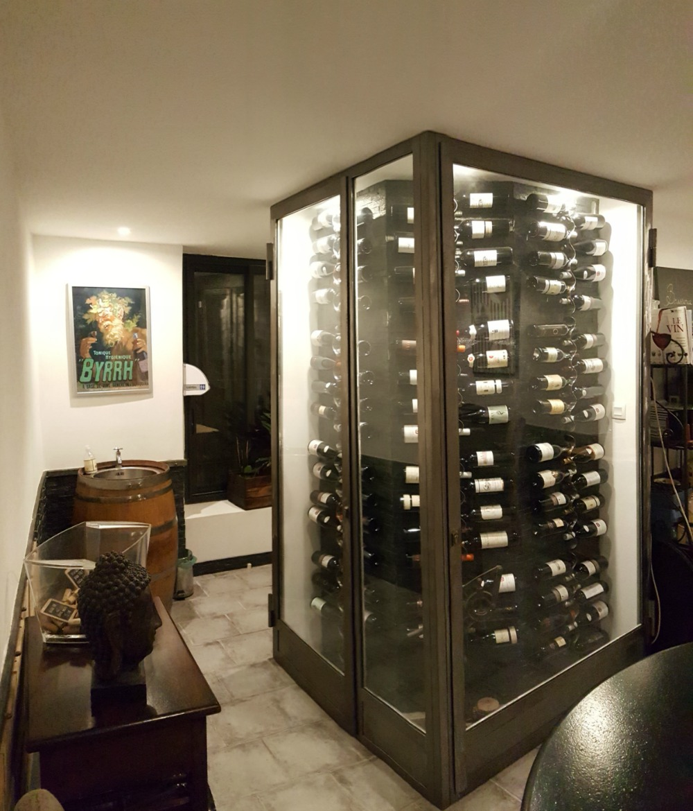 cave a vin design gallery of a wine cellar at the centre of the room with cave a vin design. Black Bedroom Furniture Sets. Home Design Ideas